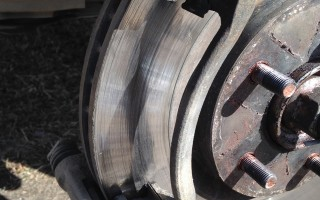 Как заменить передние колодки Nissan X-Trail