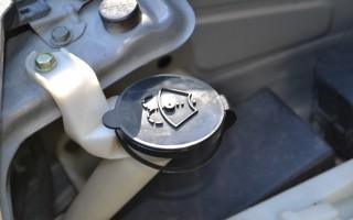 Как снять бачок омывателя на Nissan X-Trail T31